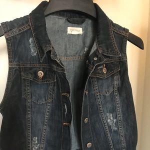 Woman's jeans sleeveless jacket